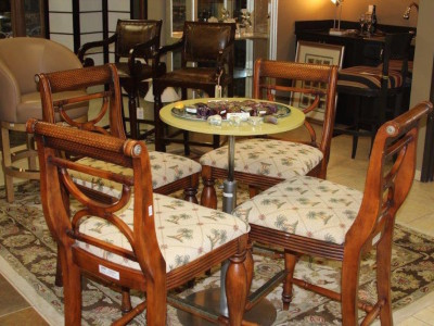 Consignment Table and Chairs for Sale - 4