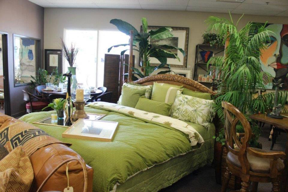 Green Bedding and Palm Trees